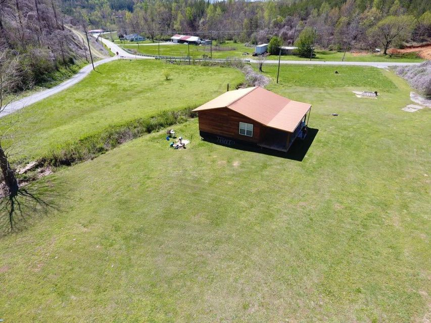 Additional photo for property listing at 7181 Hwy 360 7181 Hwy 360 Tellico Plains, Tennessee 37385 États-Unis