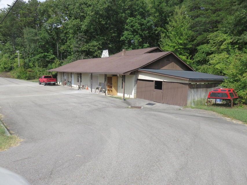 Commercial pour l Vente à 11827 Highway 321 S 11827 Highway 321 S Lenoir City, Tennessee 37772 États-Unis