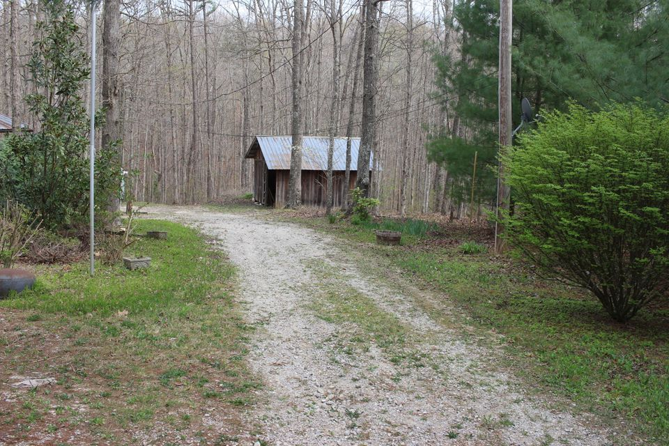 Additional photo for property listing at 808 Basin Road  Jamestown, Tennessee 38556 United States
