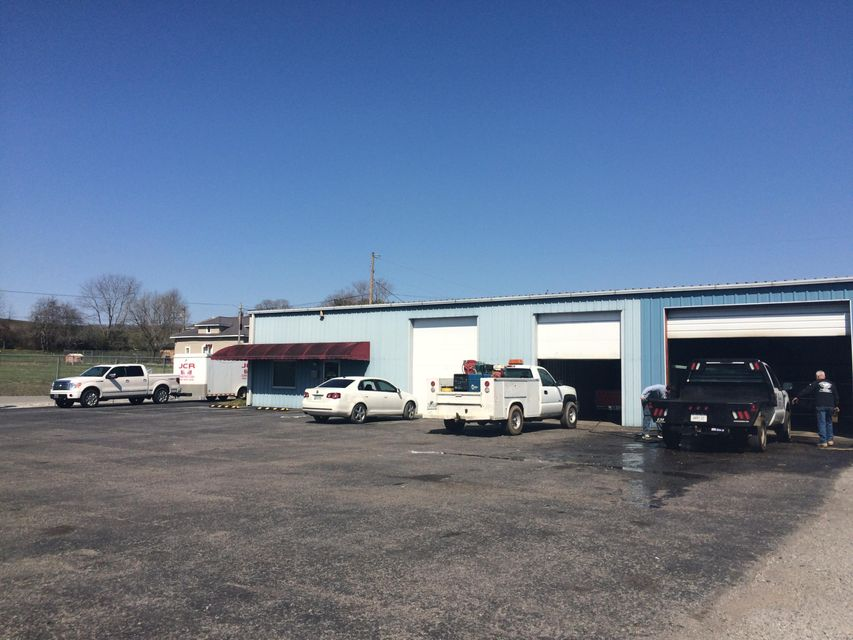 Commercial for Sale at 669 Londonderry Road Harrogate, Tennessee 37752 United States