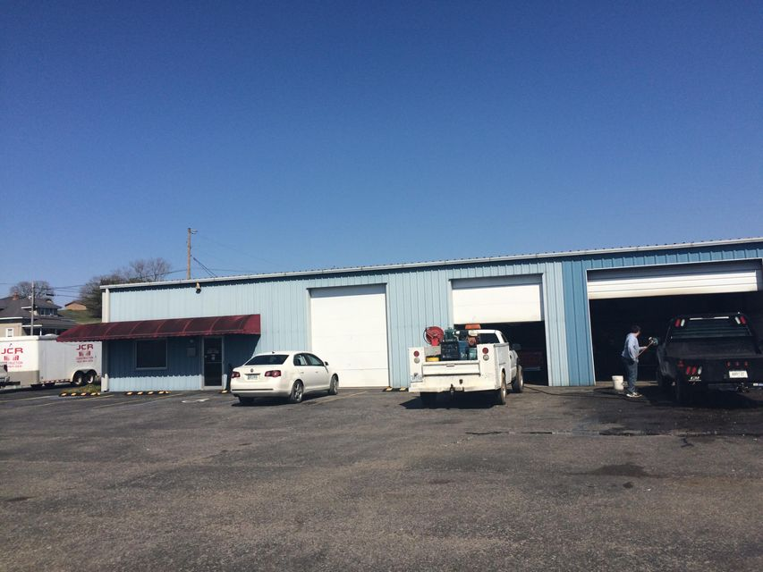 Commercial for Sale at 679 Londonderry Road Harrogate, Tennessee 37752 United States