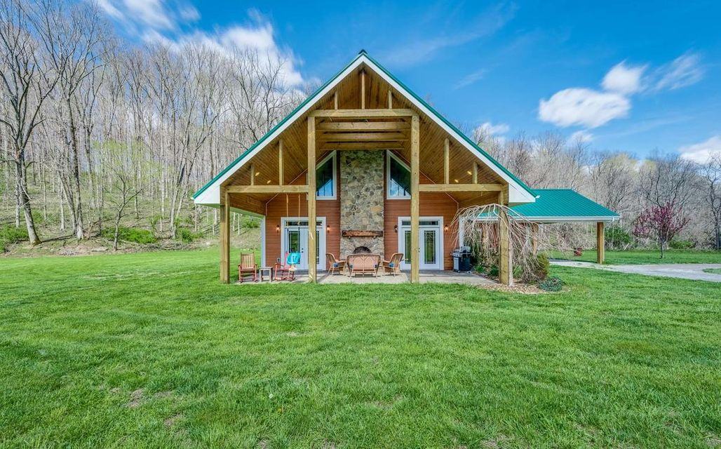 Single Family Home for Sale at 517 Rock Springs Church Road Monterey, Tennessee 38574 United States