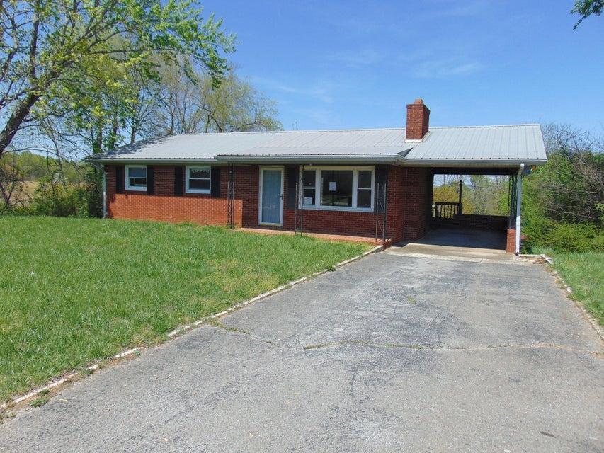 Maison unifamiliale pour l Vente à 104 Skyline Drive Byrdstown, Tennessee 38549 États-Unis