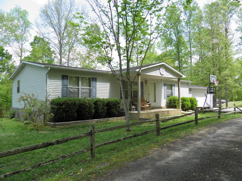 Single Family Home for Sale at 165 Lick Run Road Celina, Tennessee 38551 United States