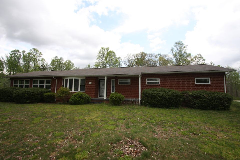 Single Family Home for Sale at 411 Old Mill Road Wartburg, Tennessee 37887 United States