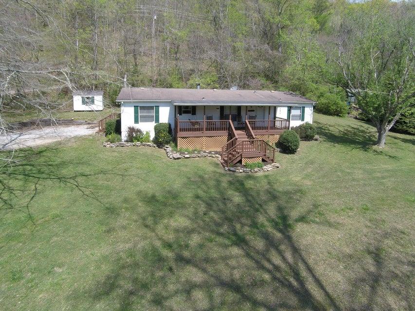 Maison unifamiliale pour l Vente à 309 Lovely Bluff Road Lake City, Tennessee 37769 États-Unis