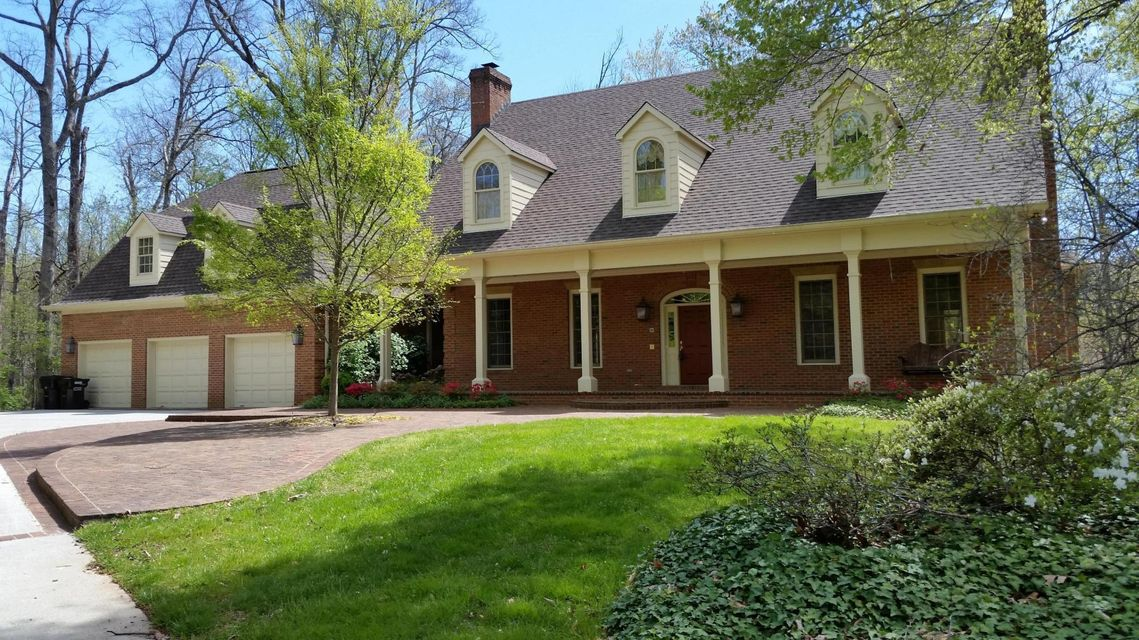 Casa Unifamiliar por un Venta en 1923 Hickory Glen Road 1923 Hickory Glen Road Knoxville, Tennessee 37932 Estados Unidos