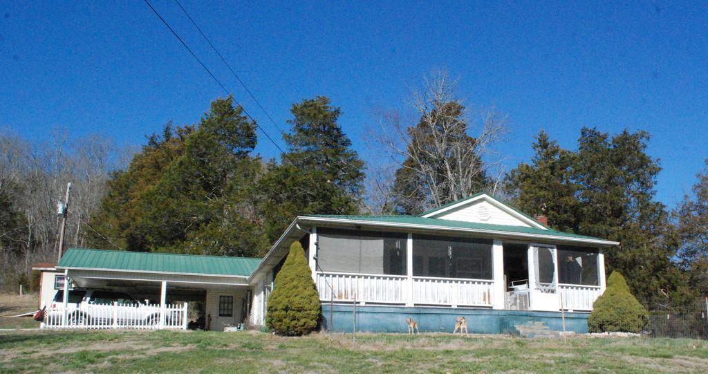 Частный односемейный дом для того Продажа на 1179 Highway 70 Kyles Ford, Теннесси 37765 Соединенные Штаты