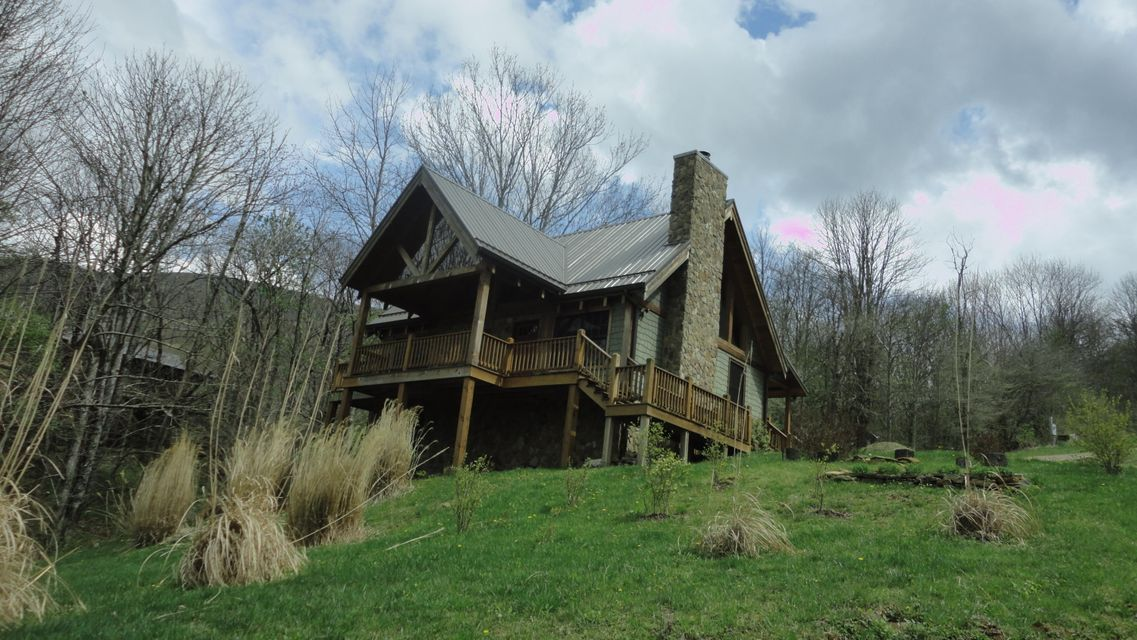 Casa Unifamiliar por un Venta en 303 White Thorn Tr Johnson City, Tennessee 37615 Estados Unidos