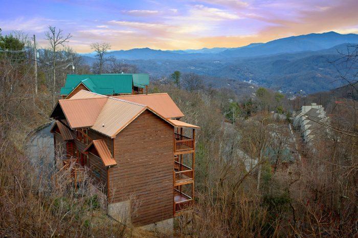 Частный односемейный дом для того Продажа на 1183 Ski View Drive 1183 Ski View Drive Gatlinburg, Теннесси 37738 Соединенные Штаты