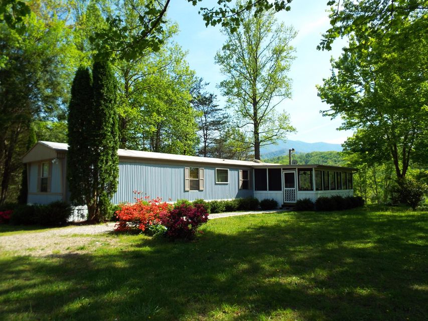 Single Family Home for Sale at 4351 Lindsey Gap Road 4351 Lindsey Gap Road Cosby, Tennessee 37722 United States