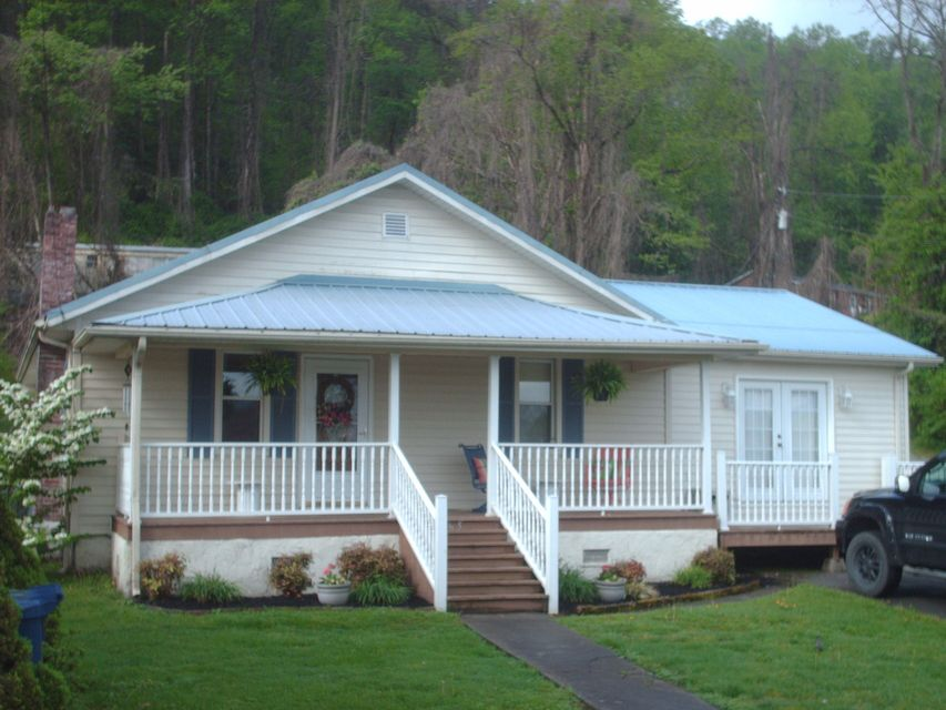 Single Family Home for Sale at 565 S 43rd Street 565 S 43rd Street Middlesboro, Kentucky 40965 United States