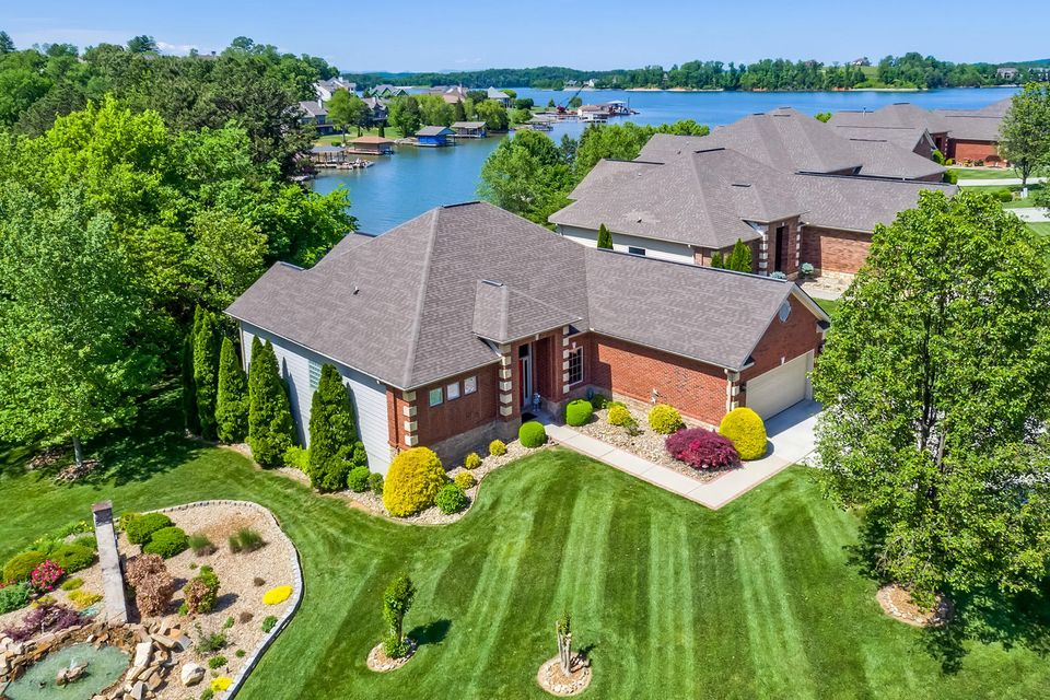Частный односемейный дом для того Продажа на 201 Coyatee Shores 201 Coyatee Shores Loudon, Теннесси 37774 Соединенные Штаты