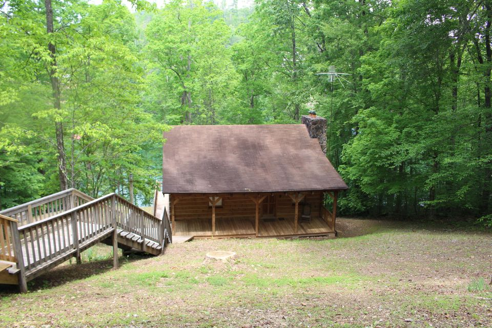 Affordable cabin for sale at Hiwassee