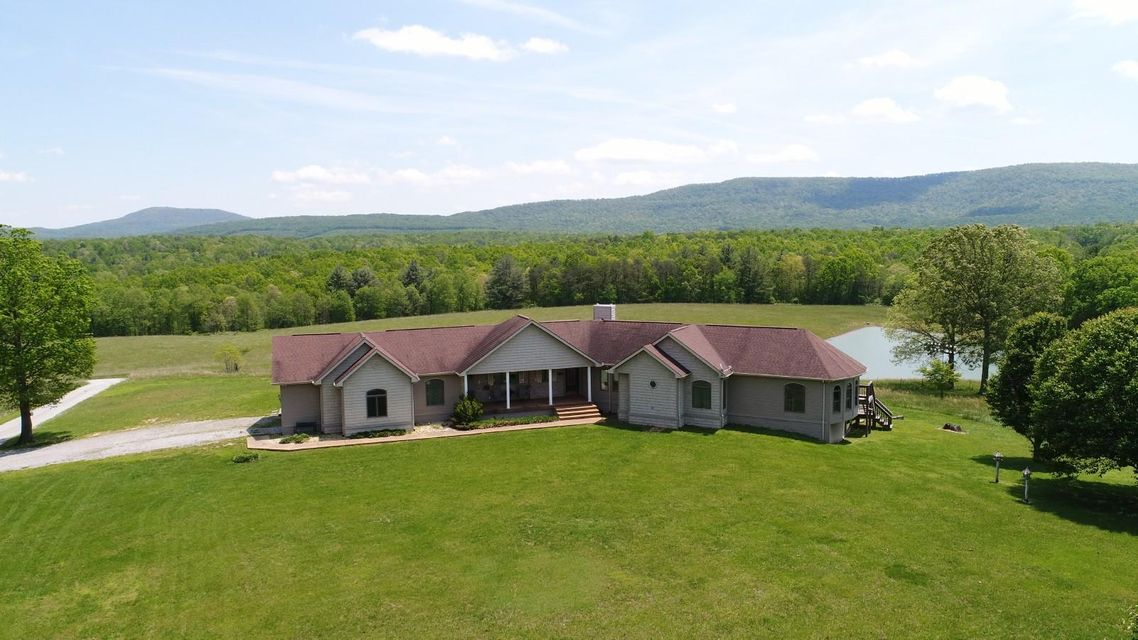 Single Family Home for Sale at 1000 Russell Ridge Road 1000 Russell Ridge Road Crossville, Tennessee 38555 United States