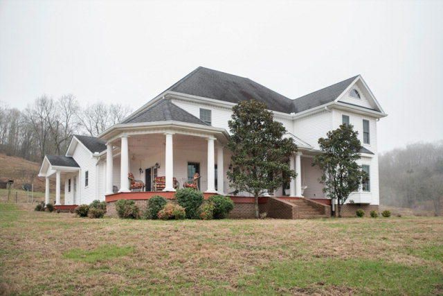 Single Family Home for Sale at 127 Dean Hill Road 127 Dean Hill Road Pleasant Shade, Tennessee 37145 United States