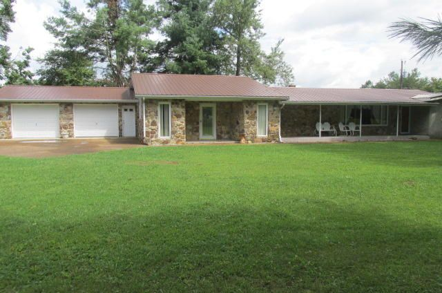 Single Family Home for Sale at 1105 Burks Loop Grimsley, Tennessee 38565 United States