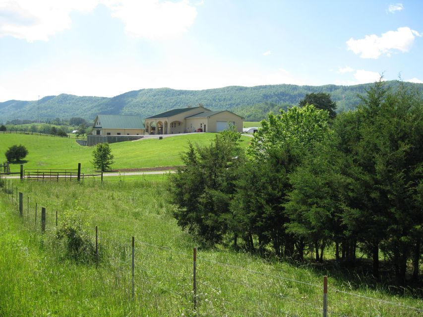 Single Family Home for Sale at 4270 Highway 63 Speedwell, Tennessee 37870 United States