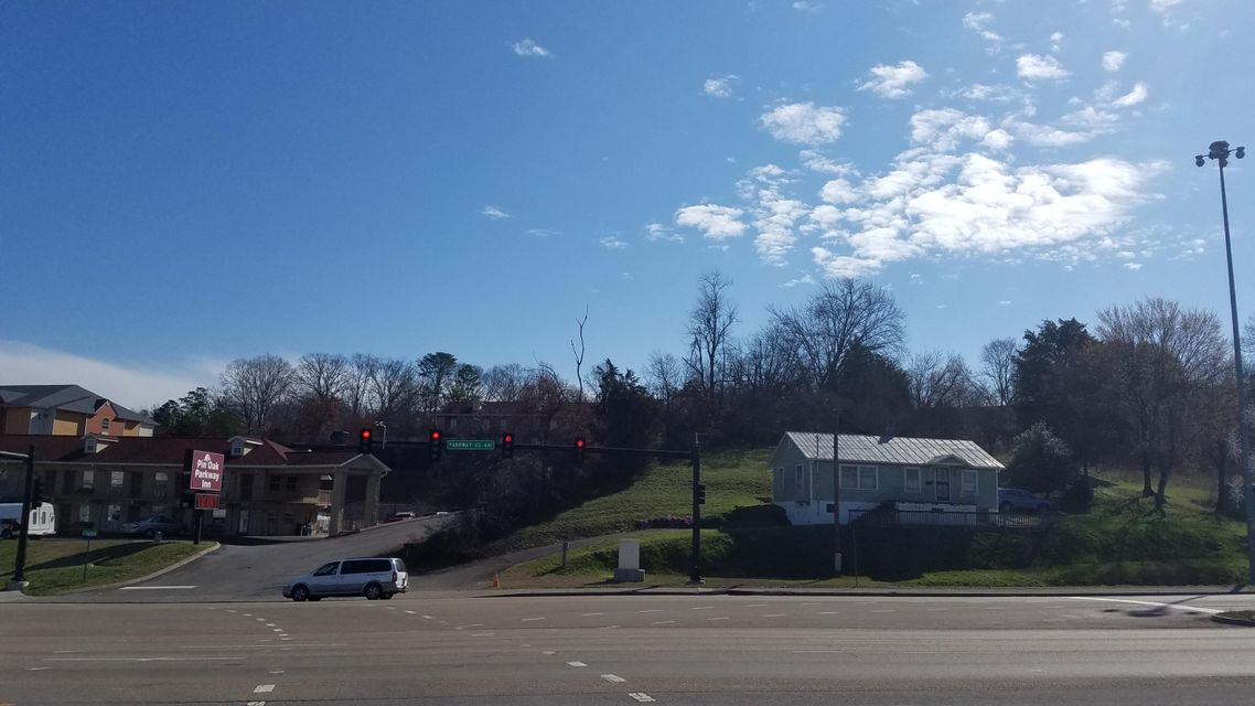 Additional photo for property listing at 2075 Parkway 2075 Parkway Pigeon Forge, Tennessee 37863 United States