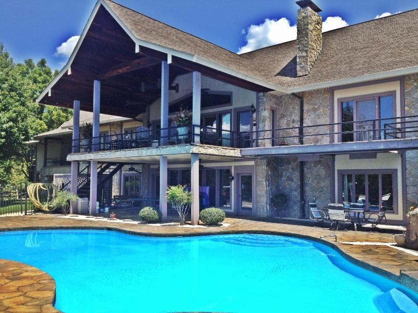 Maison unifamiliale pour l Vente à 975 Doakes Creek Road Lafollette, Tennessee 37766 États-Unis