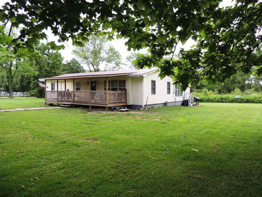 Single Family Home for Sale at 75 First Street Crab Orchard, Tennessee 37723 United States