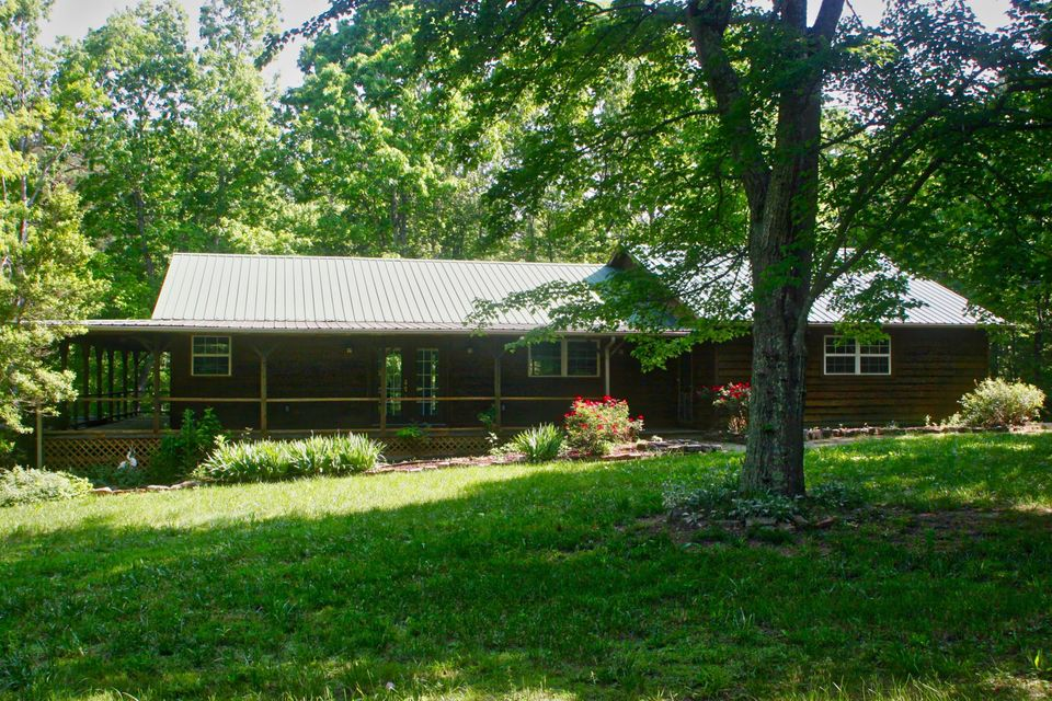 Single Family Home for Sale at 984 Kilby Road Clarkrange, Tennessee 38553 United States