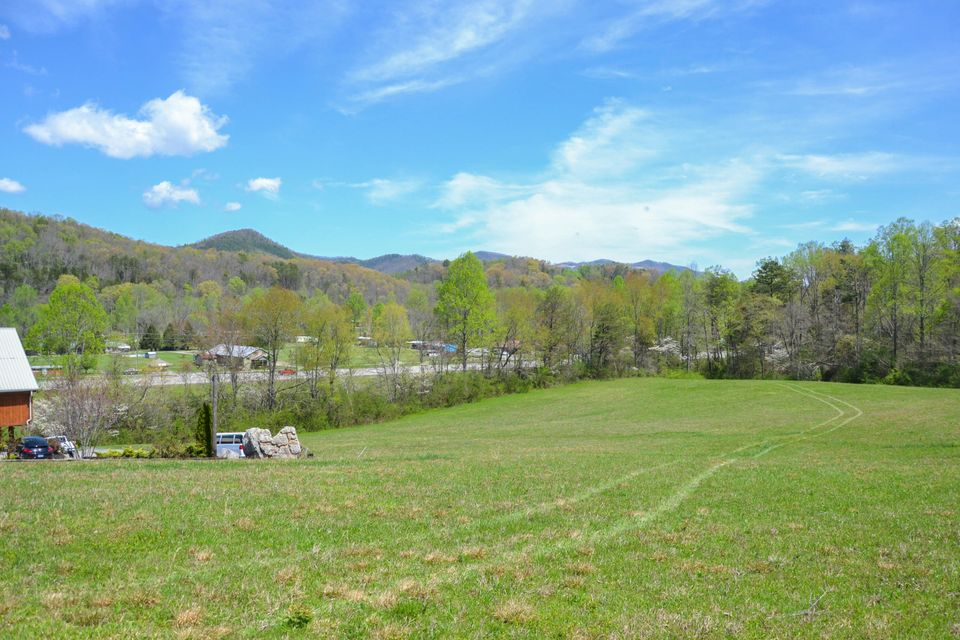 Additional photo for property listing at 7339 Old Tuckaleechee Road 7339 Old Tuckaleechee Road Townsend, Tennessee 37882 Estados Unidos
