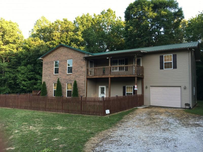 Maison unifamiliale pour l Vente à 5794 Morgan County Hwy Lancing, Tennessee 37770 États-Unis