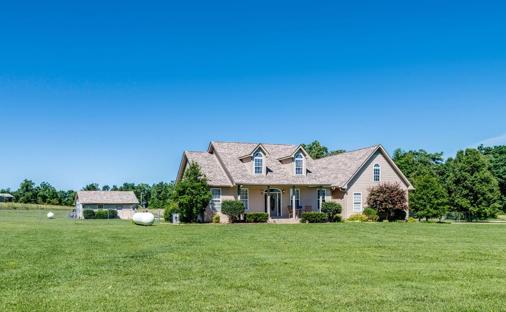 Maison unifamiliale pour l Vente à 6691 Phifer Mountain Road Cookeville, Tennessee 38506 États-Unis