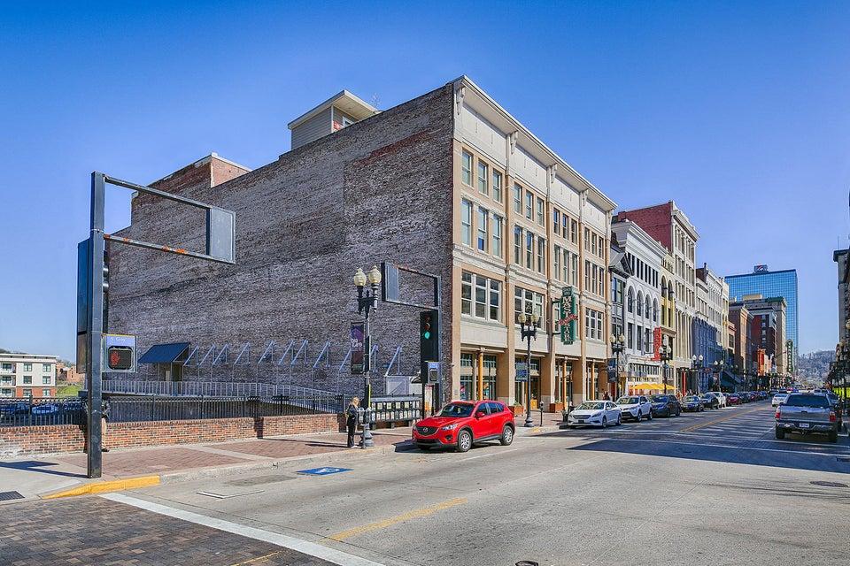 Кондоминиум для того Продажа на 402 South Gay Street 402 South Gay Street Knoxville, Теннесси 37902 Соединенные Штаты