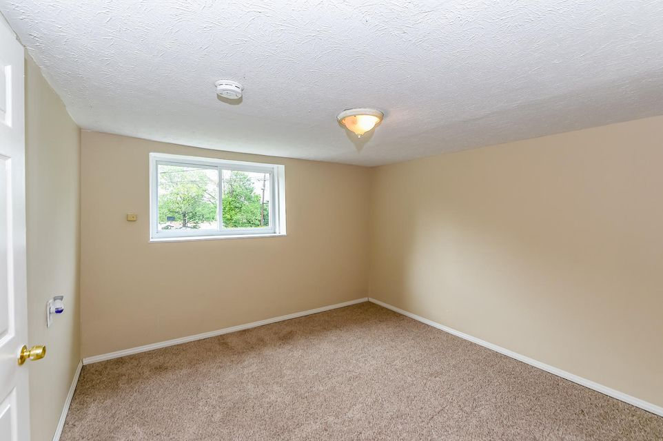 Additional photo for property listing at 1008 E Harper Avenue 1008 E Harper Avenue Maryville, Tennessee 37804 États-Unis