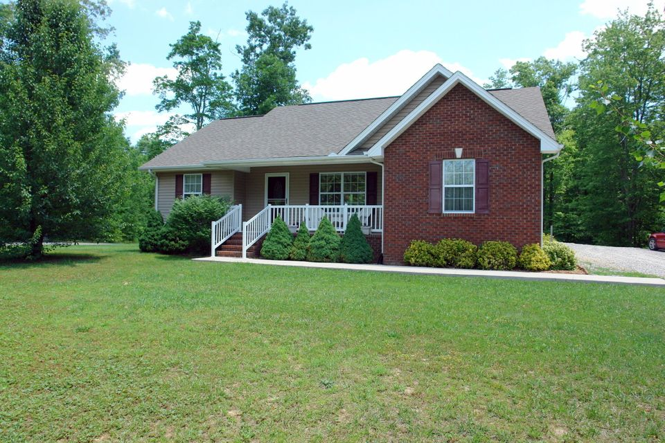 Single Family Home for Sale at 350 Swallows Crossing Grimsley, Tennessee 38565 United States