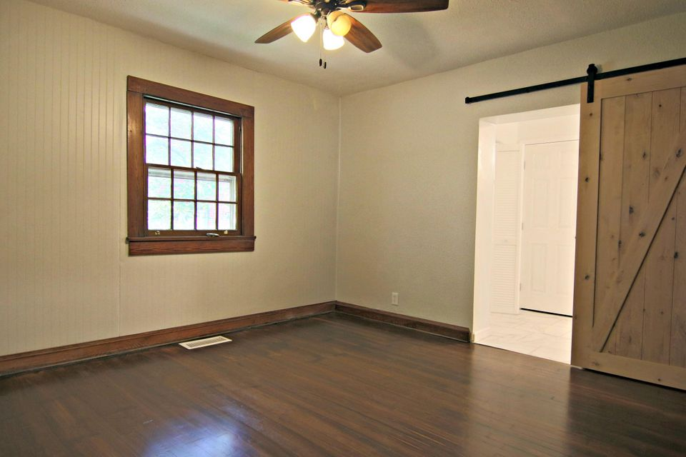 Additional photo for property listing at 5313 Jacksboro Pike 5313 Jacksboro Pike Knoxville, Tennessee 37918 United States