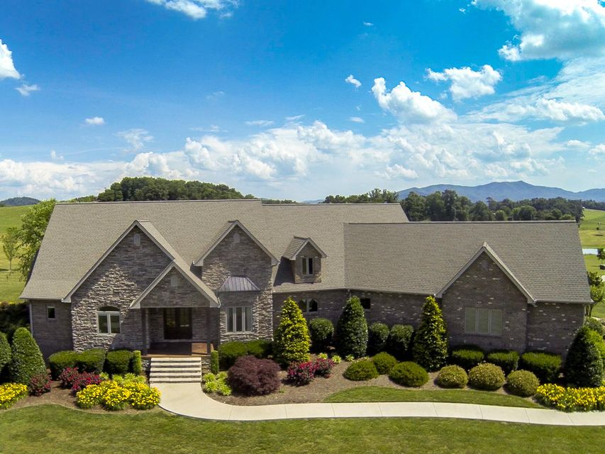 Частный односемейный дом для того Продажа на 625 South Greene Street Greeneville, Теннесси 37743 Соединенные Штаты