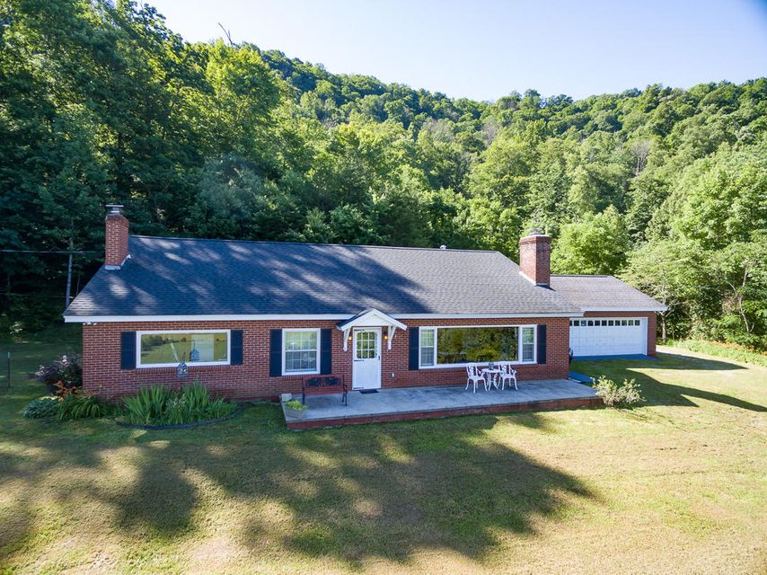 Single Family Home for Sale at 208 Doctor Rb Scott Lane Pioneer, Tennessee 37847 United States