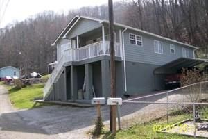 Single Family Home for Sale at 42 Bathhouse Road Evarts, Kentucky 40828 United States