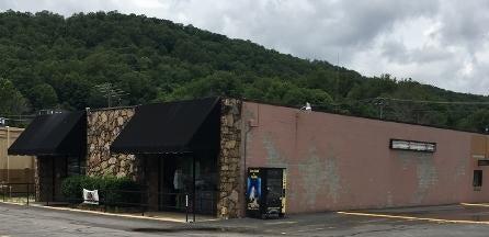 Commercial pour l Vente à 106 Creek Street 106 Creek Street Lake City, Tennessee 37769 États-Unis