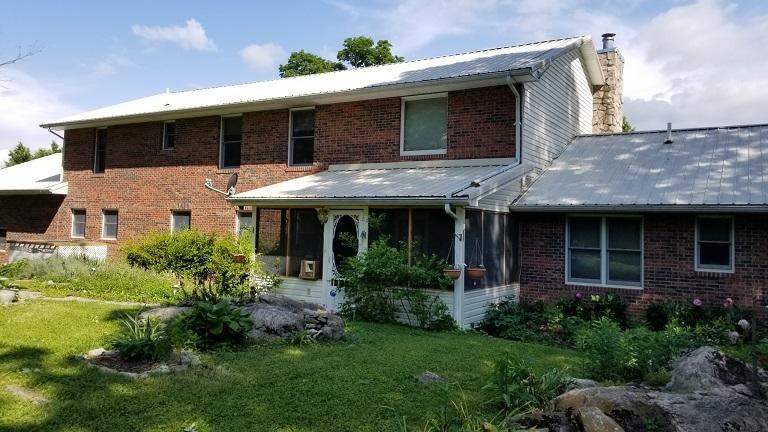 Частный односемейный дом для того Продажа на 585 Trinity Drive 585 Trinity Drive Ewing, Виргиния 24248 Соединенные Штаты