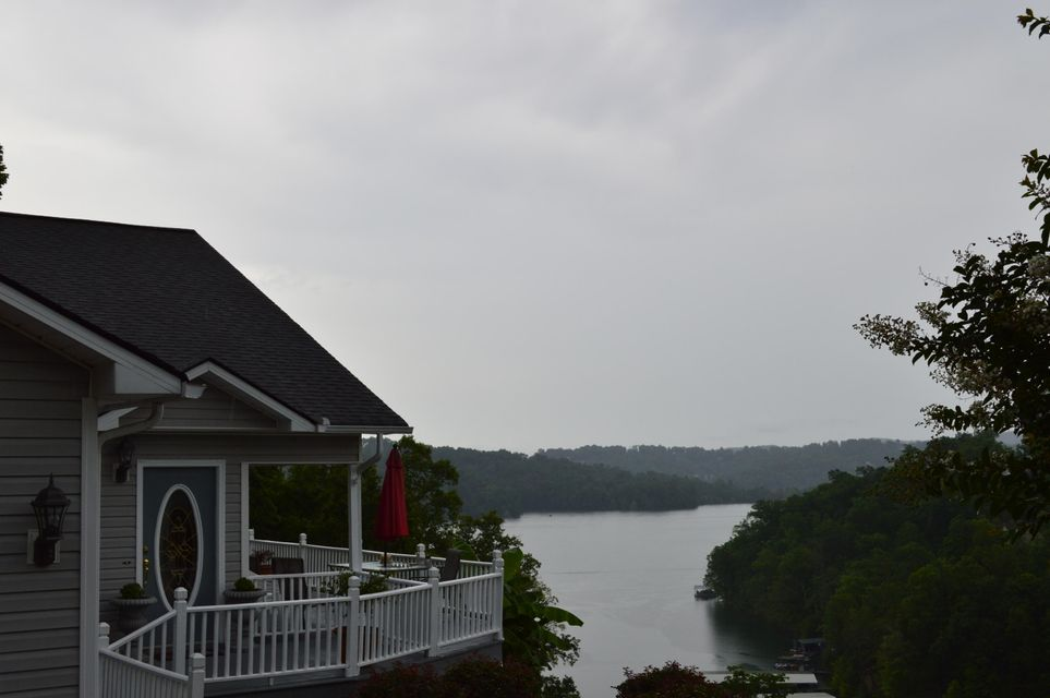 Lake front home for sale in TN
