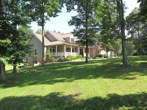 Maison unifamiliale pour l Vente à 734 Ridgetop 734 Ridgetop Jamestown, Tennessee 38556 États-Unis