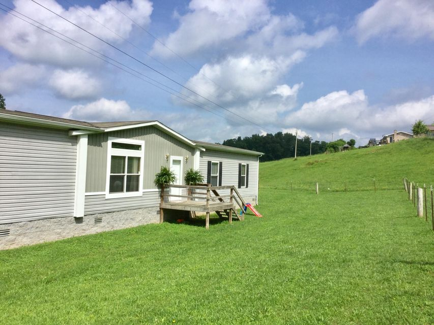 Additional photo for property listing at 456 Rosum Town 456 Rosum Town Harrogate, Tennessee 37752 États-Unis