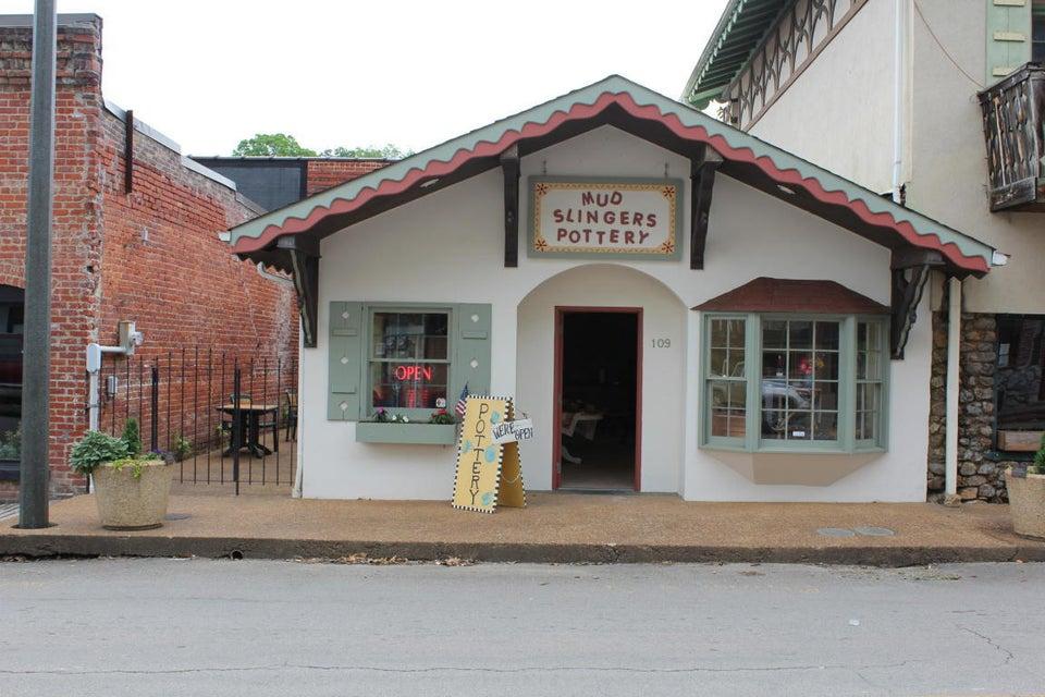 Commercial pour l Vente à 109 Scott Street 109 Scott Street Tellico Plains, Tennessee 37385 États-Unis