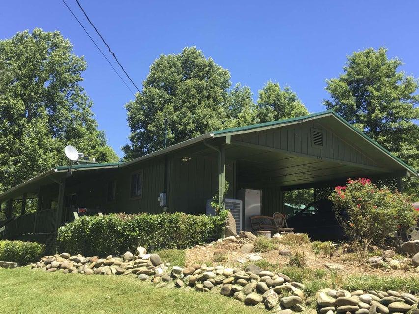 Maison unifamiliale pour l Vente à 325 Hopkins Road 325 Hopkins Road Cosby, Tennessee 37722 États-Unis