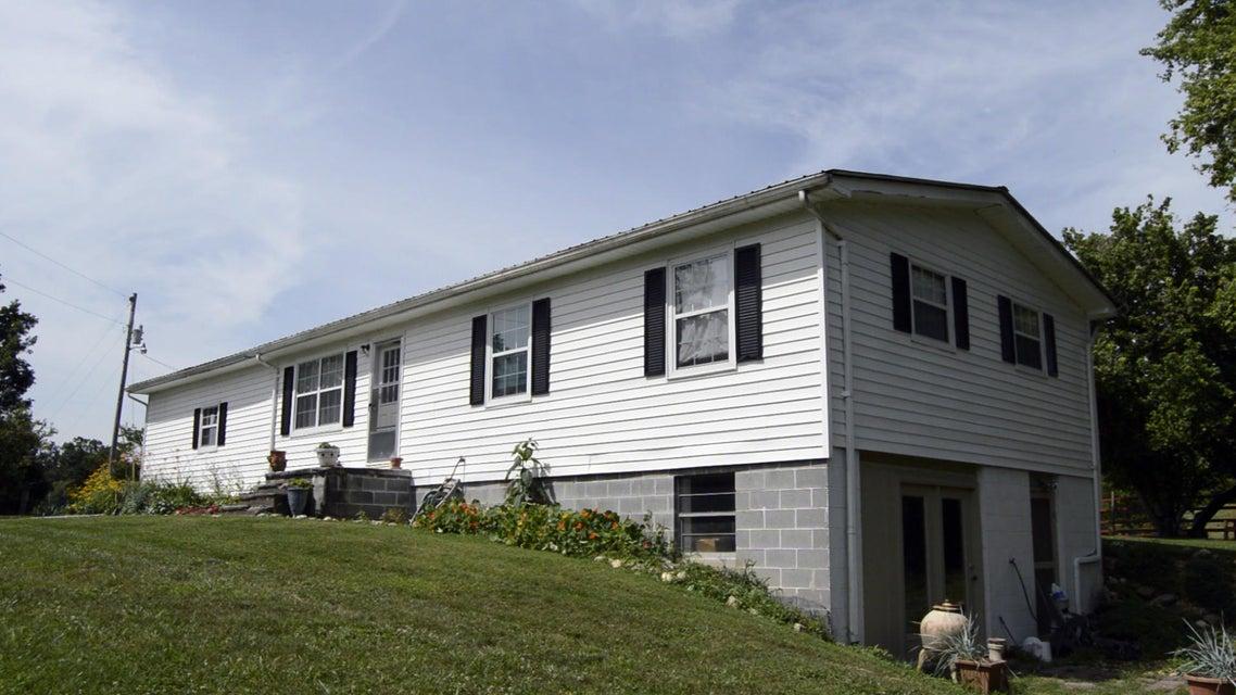 Casa Unifamiliar por un Venta en 236 Lane Hollow Road 236 Lane Hollow Road Philadelphia, Tennessee 37846 Estados Unidos