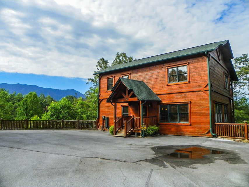 Single Family Home for Sale at 802 Great Smoky Way 802 Great Smoky Way Gatlinburg, Tennessee 37738 United States
