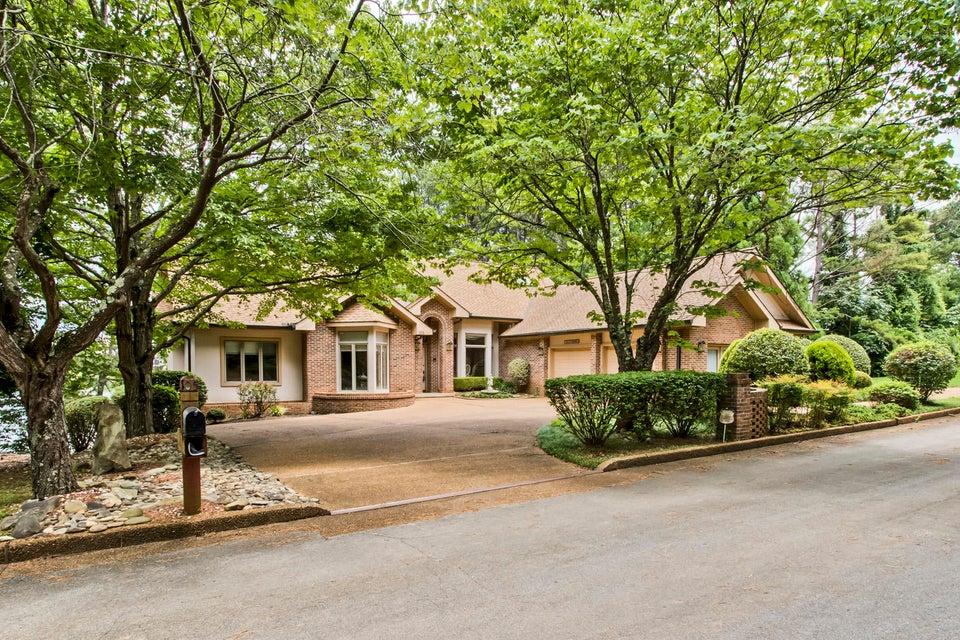 Частный односемейный дом для того Продажа на 105 Hiwassee Lane Loudon, Теннесси 37774 Соединенные Штаты