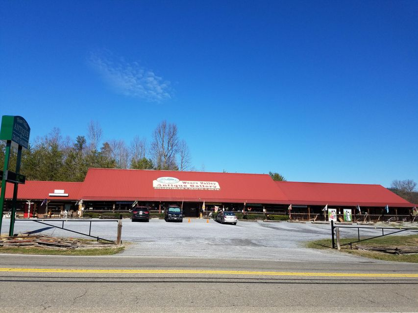 Commercial for Sale at 3234 Wears Valley Road 3234 Wears Valley Road Sevierville, Tennessee 37862 United States