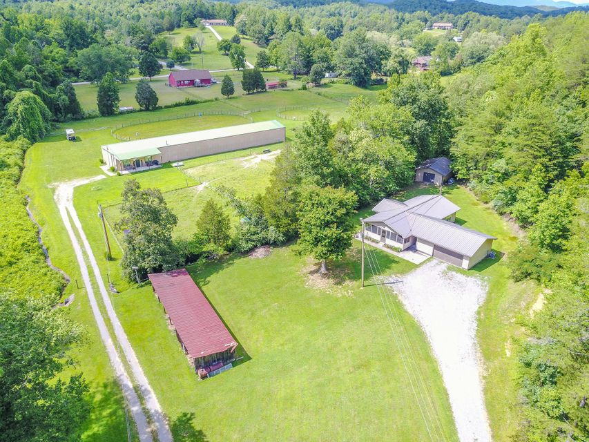 Single Family Home for Sale at 203 Charles Butler Road Oliver Springs, Tennessee 37840 United States