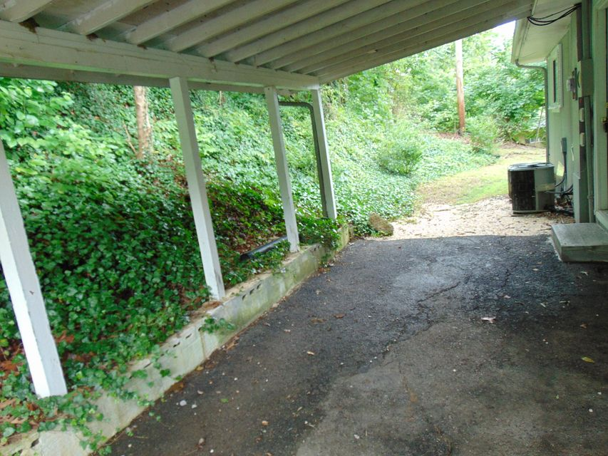 Additional photo for property listing at 723 E Race Street 723 E Race Street Kingston, Tennessee 37763 États-Unis