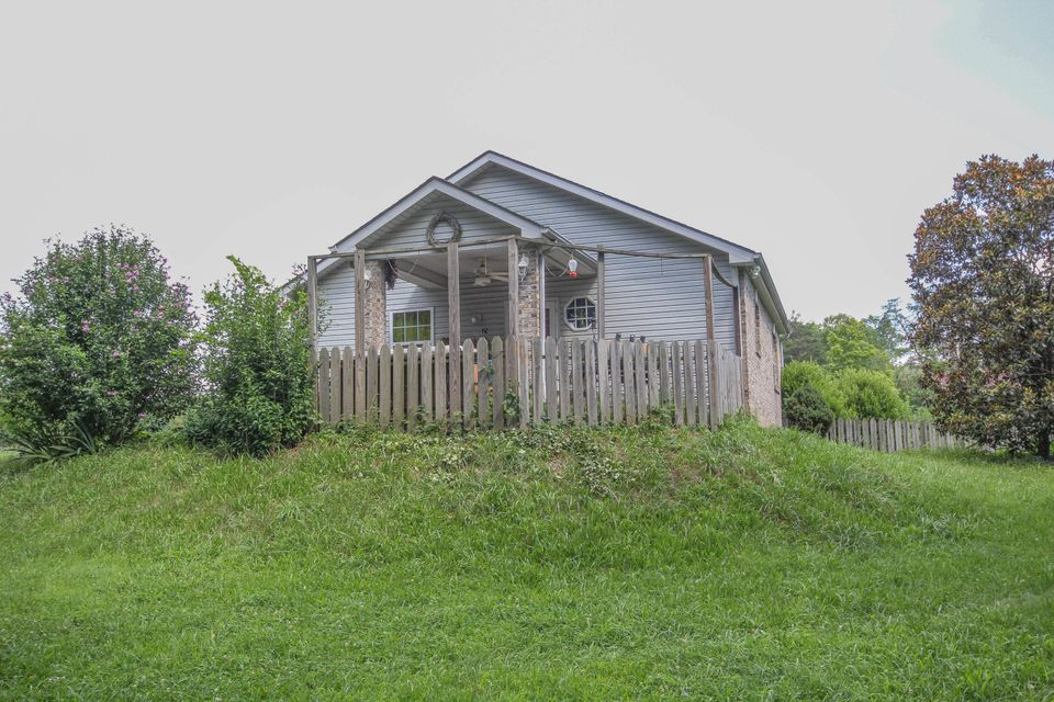 Additional photo for property listing at 3216 Johnson Road 3216 Johnson Road Knoxville, Tennessee 37931 United States